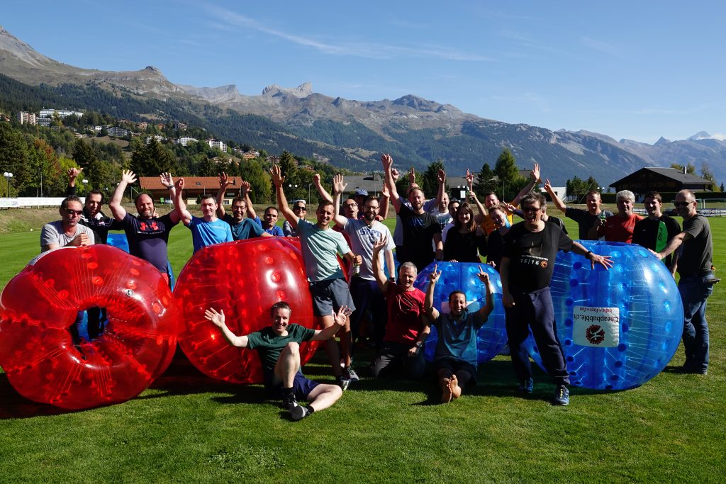 Blog FROX AG Team-Event in Crans-Montana: Bootstour, Bubble Soccer und Weindegustation